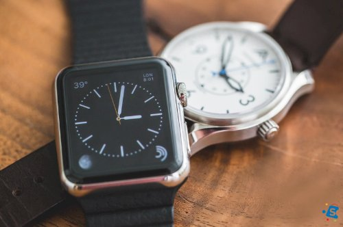 Pros and Cons of Using Smartwatches and Traditional Watches.
